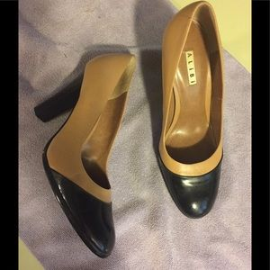 Al!b! Tan and black patent leather pumps sz 10